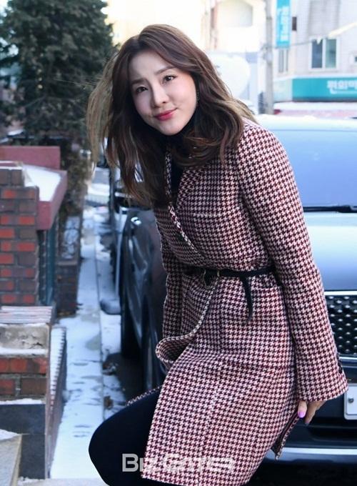CL vấp ngã, Black Pink đẹp sang chảnh khi đến dự đám cưới Tae Yang - 1