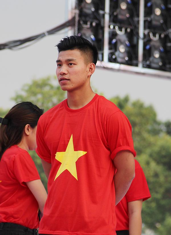 U23 Việt Nam điển trai xuất hiện trong tiếng reo hò của fan Sài Gòn - 6