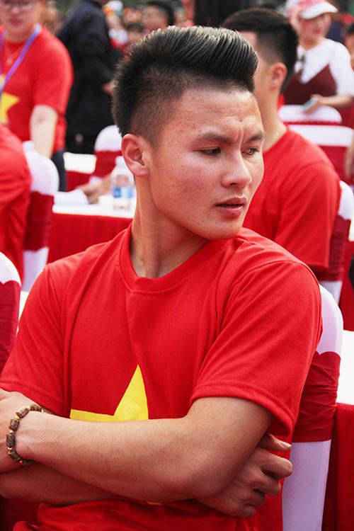 U23 Việt Nam điển trai xuất hiện trong tiếng reo hò của fan Sài Gòn - 8