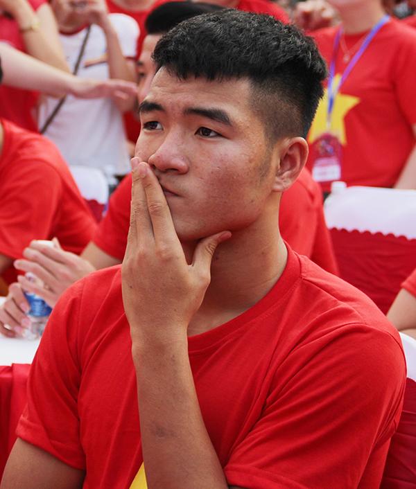 U23 Việt Nam điển trai xuất hiện trong tiếng reo hò của fan Sài Gòn - 9