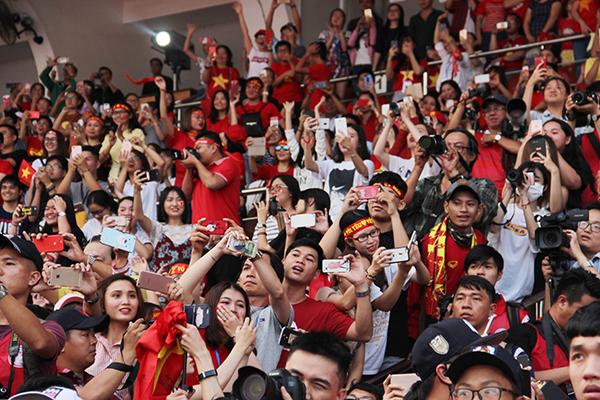 U23 Việt Nam điển trai xuất hiện trong tiếng reo hò của fan Sài Gòn - 1