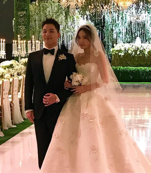 Bóc mác váy cưới giá hàng trăm triệu đồng của bà xã Tae Yang