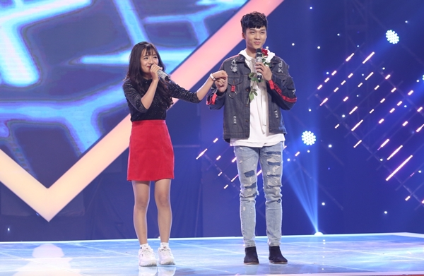 Ê Vo - Hoàng Sơn bất chấp trên sân khấu.