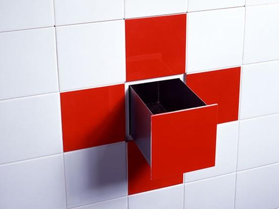 Một ngăn đựng đồ nho nhỏ trong tường nhà tắm.