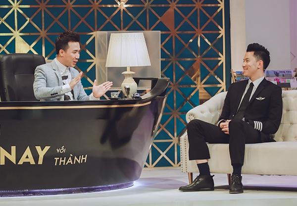 Phi công 24 tuổi điển trai nhất Việt Nam lên sóng truyền hình với Trấn Thành - 6