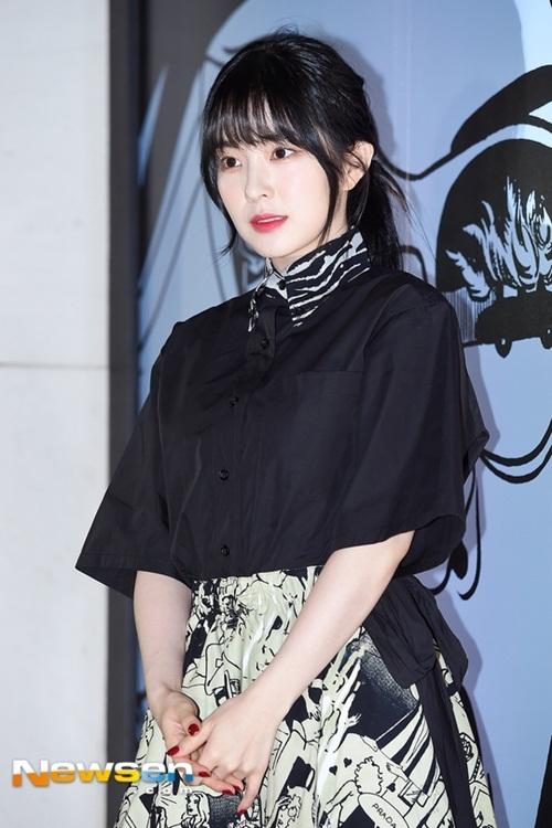 Nữ thần thế hệ mới của nhà SM Irene cũng nhận lời mời tham gia sự kiện.