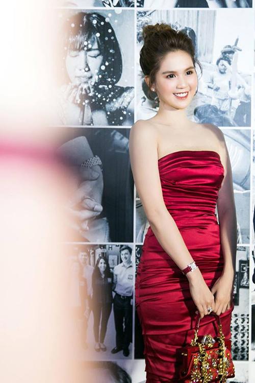 Ngọc Trinh xù lông khi bị nghi mặc váy nhái Quỳnh Anh Shyn - 1