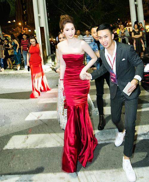 Ngọc Trinh xù lông khi bị nghi mặc váy nhái Quỳnh Anh Shyn