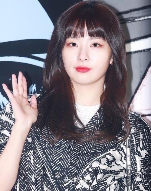 Đôi mắt một mí đặc trưng là đặc điểm giúp Seul Gi nổi bận trong rừng nhan sắc của idol Hàn.