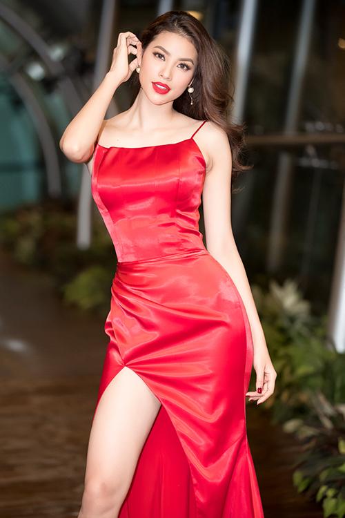 Phạm Hương khoe thân hình chuẩn mực trên thảm đỏ - 3