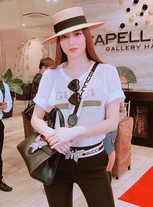 Hồ Ngọc Hà tiết kiệm mặc lại áo của bạn trai Kim Lý - 1
