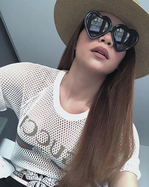 Hồ Ngọc Hà tiết kiệm mặc lại áo của bạn trai Kim Lý - 2