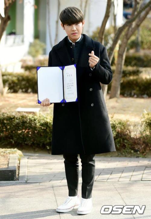 Kim Yoo Jung và loạt sao Kpop rạng rỡ trong ngày tốt nghiệp cấp 3 - 8