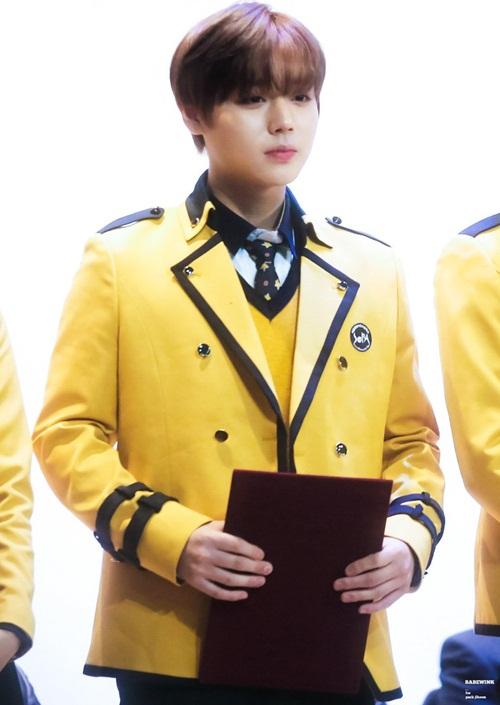 Kim Yoo Jung và loạt sao Kpop rạng rỡ trong ngày tốt nghiệp cấp 3 - 4