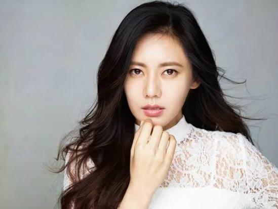 6 sao Hàn được lên chức mẹ trong năm 2018 - 3
