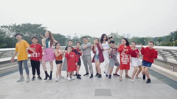 Phương Uyên - Thiều Bảo Trang quậy bung nóc với học trò trong MV Tết