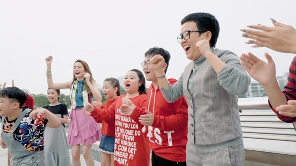 Phương Uyên - Thiều Bảo Trang quậy bung nóc với học trò trong MV Tết - 2