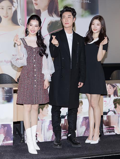 Chi Pu xinh đẹp thu hút truyền thông khi ra mắt phim tại Hàn Quốc - 6