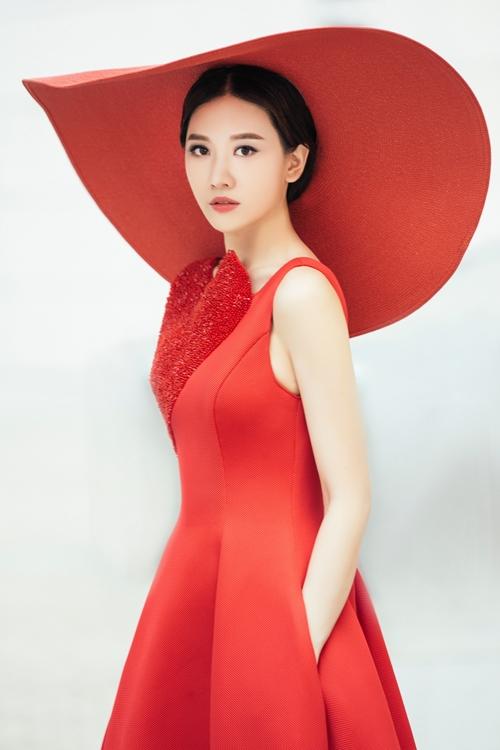 Chán hình tượng dễ thương, Hari Won hóa quý cô Tây Âu lạ lẫm - 1