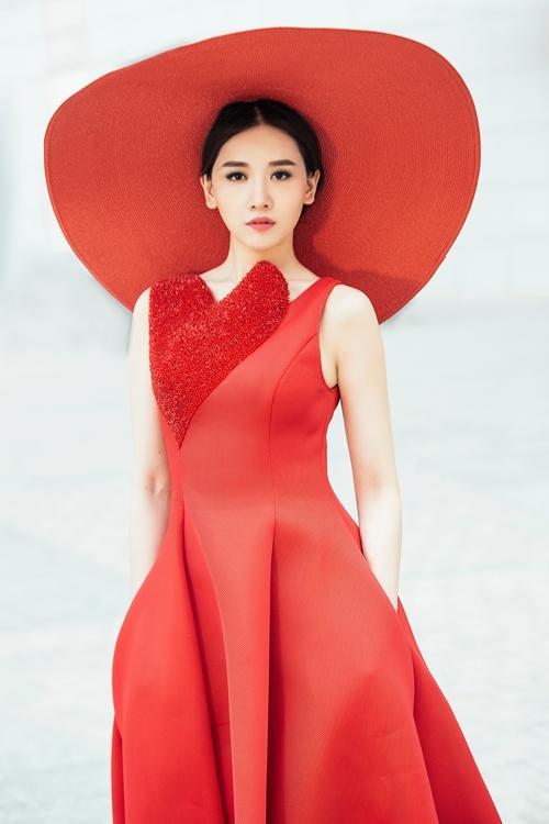 Chán hình tượng dễ thương, Hari Won hóa quý cô Tây Âu lạ lẫm - 2