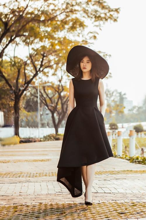 Chán hình tượng dễ thương, Hari Won hóa quý cô Tây Âu lạ lẫm - 4