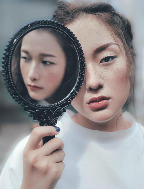 Hồ Thu Anh  hot girl tuổi Tuất từng sắm vai bạn gái Sơn Tùng