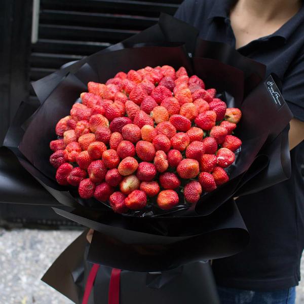 Khó ai có thể cưỡng được những bó hoa đỏ mọng này