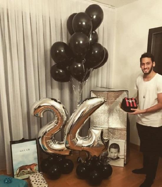 Calhanoglu đón sinh năm tuổi 24 cách đây chưa lâu.