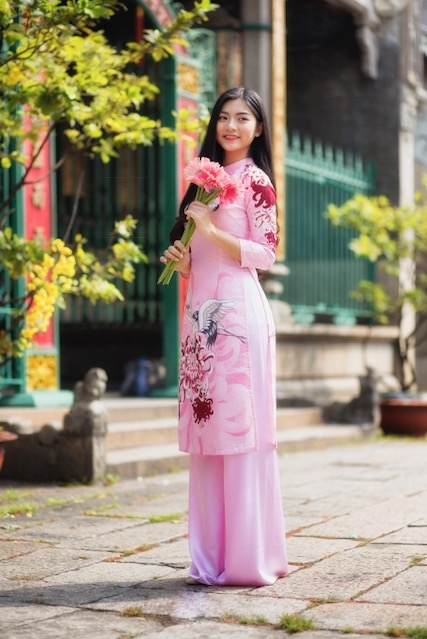 Miss Teen Nam Phương khoe nhan sắc rực rỡ tuổi 18 giữa phố xuân - 6