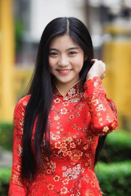 Miss Teen Nam Phương khoe nhan sắc rực rỡ tuổi 18 giữa phố xuân - 3