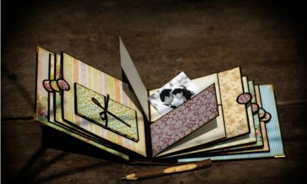 Những cuốn scrapbook lưu giữ kỉ niệm tình yêu luônđược săn đón mùa Valentine