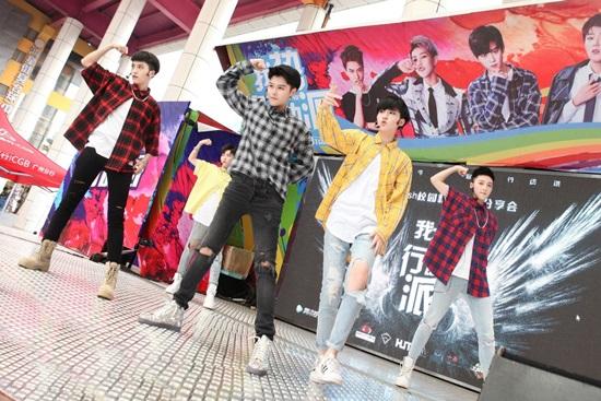 Nhóm nhạc Trung Quốc nhìn tưởng là nam hóa ra là nữ - 7