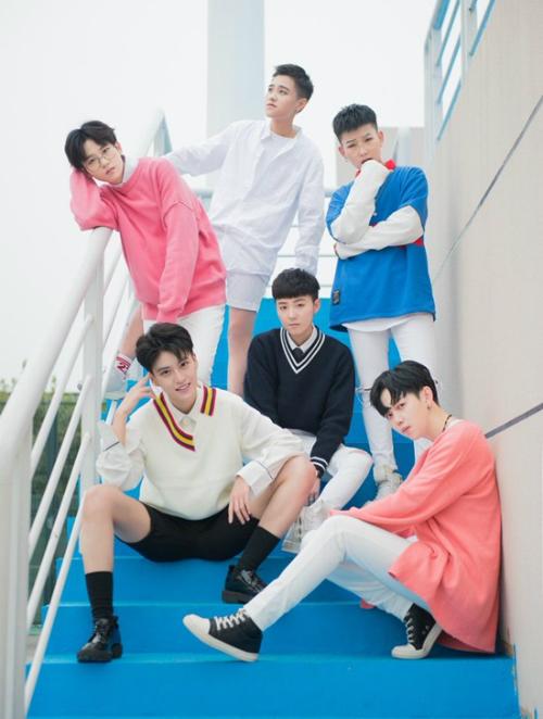 Nhóm nhạc Trung Quốc nhìn tưởng là nam hóa ra là nữ - 8