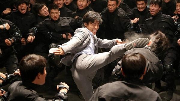 Nhạc Tùng trong phim Super Bodyguard.