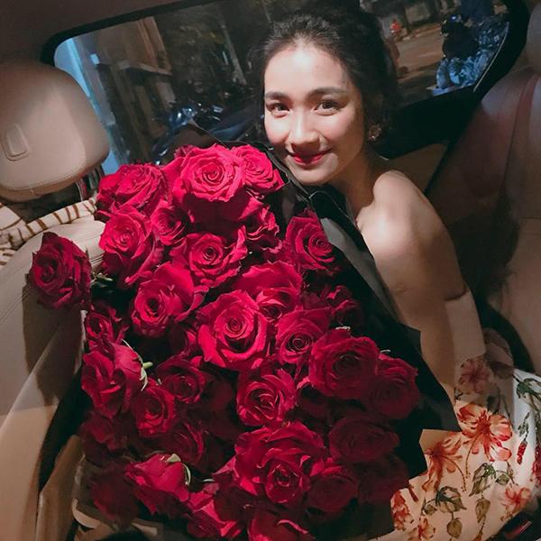 Khoảnh khắc hạnh phúc Hòa Minzy chia sẻ gần đây trên trang cá nhân.