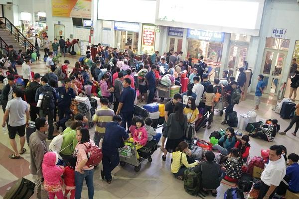 Ga Sài Gòn nhộn nhịp người về quê những ngày cận Tết - 4