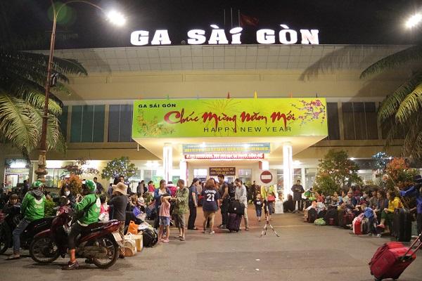 Ga Sài Gòn sáng 29 Tết.