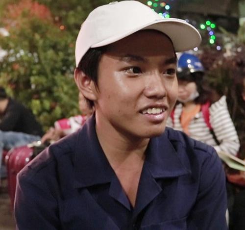 Chàng trai 19 tuổi mưu sinh tại Ga Sài Gòn quên Tết.