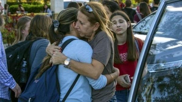 Thanh niên 19 tuổi xả súng vào trường học ngày Valentine khiến 17 người thiệt mạng - 3