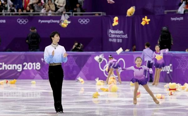 Cơn mưa gấu Pooh dành tặng cho Yuzuru Hanyu.
