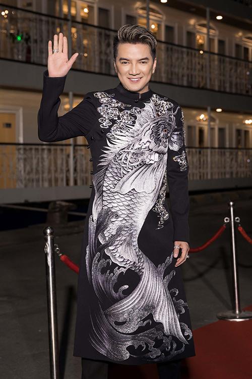 Đàm Vĩnh Hưng vung tiền tỷ cho trang phục biểu diễn trên du thuyền triệu đô - 2