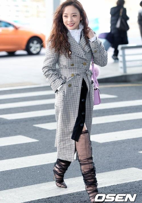 3 mỹ nhân Twice khoe style sau Tết, Hara đi boots khó hiểu - 3