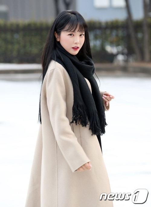 Nữ ca sĩ Hong Jin Young xinh đẹp không kém dàn thần tượng nữ.
