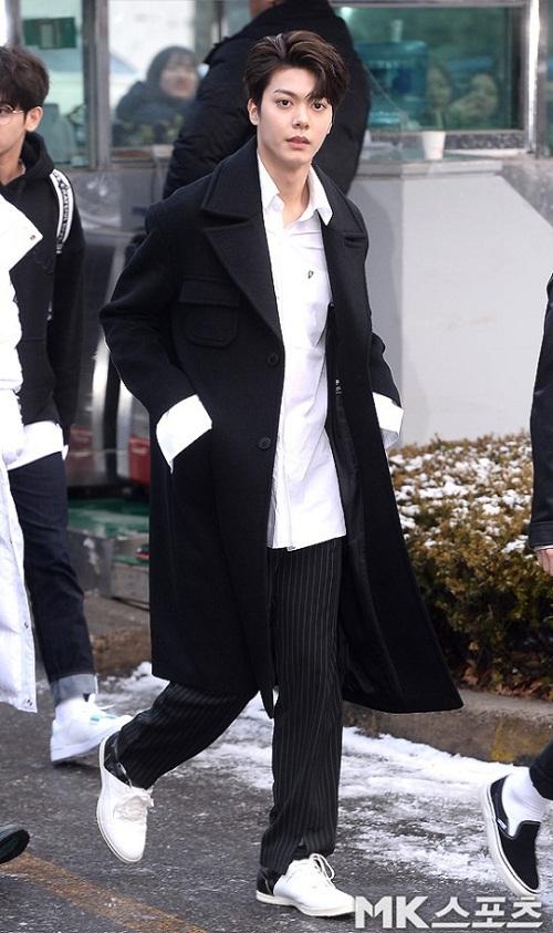 Han Sol cũng không hề kém cạnh so với các chàng trai của NCT U. Anh chàng từng là một thành viên của SM Rookies nhưng đã rời SM. Hiện Han Sol đang thu hút nhiều sự chú ý khi xuất hiện trong chương trình sống còn The Unit.
