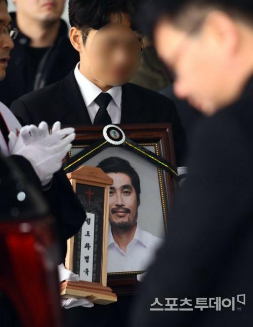 Tang lễ của Cha Myeong Wook diễn ra sáng 23/2.