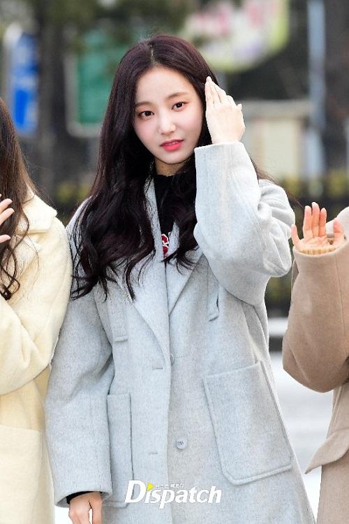 Yeon Woo cũng xinh đẹp không kém gì người bạn cùng nhóm.