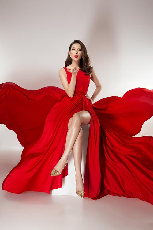 Vừa được tạp chí Ý quan tâm, Phạm Hương tung bộ ảnh đẹp tựa nữ thần - 5