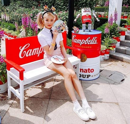 JooE đang làm idol nữ nhận được sự quan tâm nhất hiện nay. Cô nàng không sở hữu nhan sắc vượt trội nhưng lại có đôi chân dài miên man, thon dài đáng ghen tỵ.