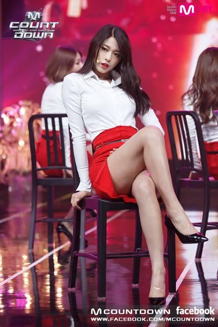 Các fan nam thích idol nữ có đôi chân săn chắc, quyến rũ hơn là những người quá gầy.