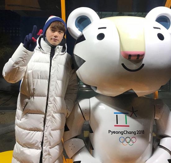 Eric Nam cũng đến tận Peong Chang để cổ vũ cho các vận động viên nước nhà.